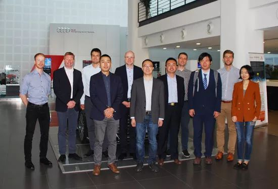 工业4.0研究院院长胡权与德国大众专家等合影